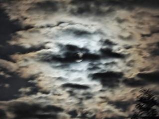 lluna nubols